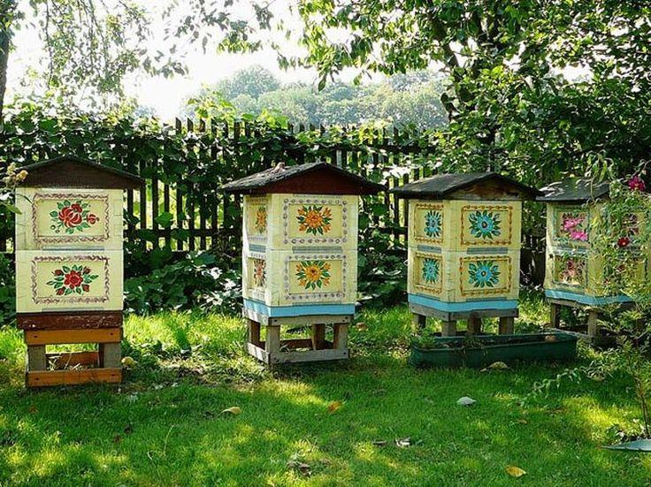 gazophylacium: Decoratively painted beehives, Zalipie, Poland.