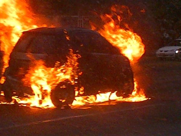 Se incendia carro en López Mateos   12/06/2012