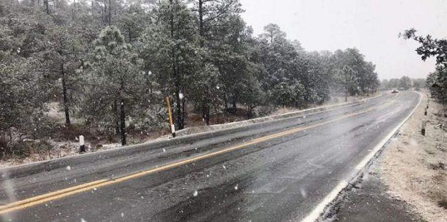 Vientos fuertes y nevadas en zonas de Baja California - http://www.notimundo.com.mx/el-tiempo/vientos-nevadas-baja-california/