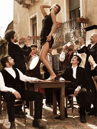 """Dolce & Gabbana"" dance on the table...the Greek way!"