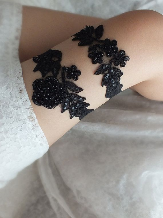 Black lace garter set steampunk free ship wedding garter for Garter under wedding dress