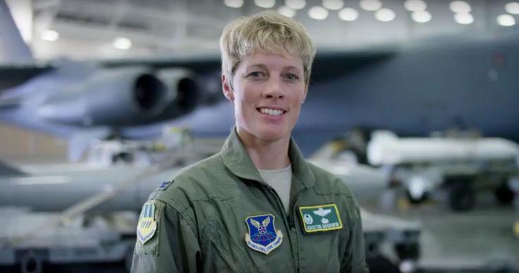 Grupos radicales conservadores y religiosos se oponen al nombramiento de la Coronel Kristin Goodwin como la próxima comandante para dirigir la Academia de las Fuerzas Armadas de los Estados Unidos porque es una mujer lesbiana y casada con otra mujer, con la que además tiene dos hijos.