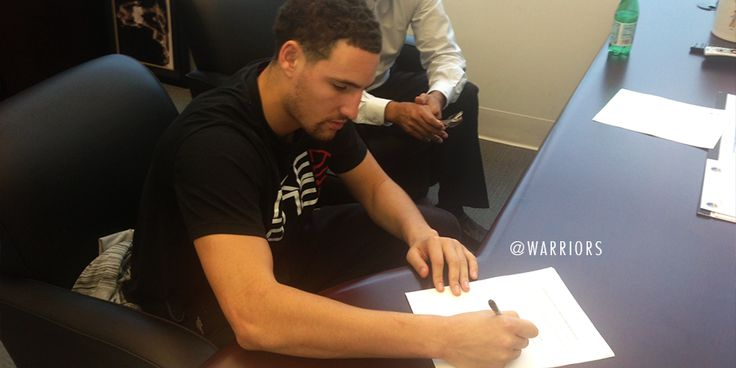 .@klaythompson making it official. #Warriors