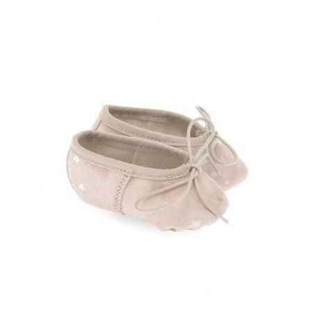 BALLERINE NEONATA ANNIEL Scarpina rosa da culla, in morbidissima pelle scamosciata. Un accessorio chic per neonate, prodotto in Italia da una storica azienda che produce scarpe da balletto. #anniel #scarpe #calzature #ballerine #neonata #bimba #bambina #primimesi #baby #bebè #kids #infant #pelle #newborn #fashion #moda