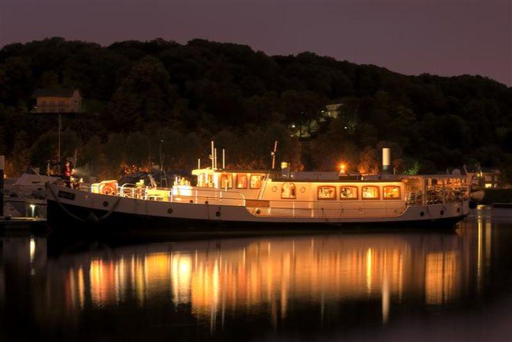 Overnachten in #Maastricht op de luxe #salon #Yacht Miro.