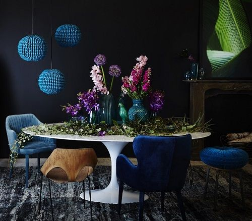 Jacqui Moore (@mooreconcepts) chose both GlobeWest Daphne chair in navy and Carter armchair in teal for this creative Klaylife (@klaylife) photoshoot. Photographer @armellehabib Campaign #klaylifexmooreconcepts #globewest #velvet #jeweltones #interior #decor #luxe #classic