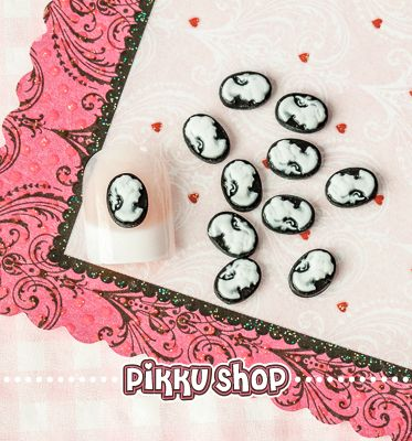 Victorian Lady Nail Decoration from Pikku Shop | www.pikku-shop.com