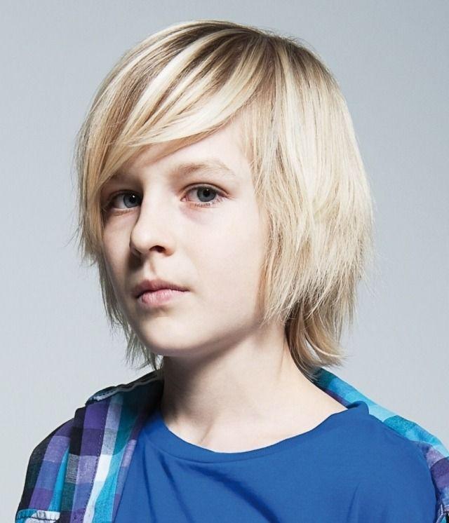 Langer Seitenscheitel mit angestuften Seitenpartien-Frisuren für Teenager