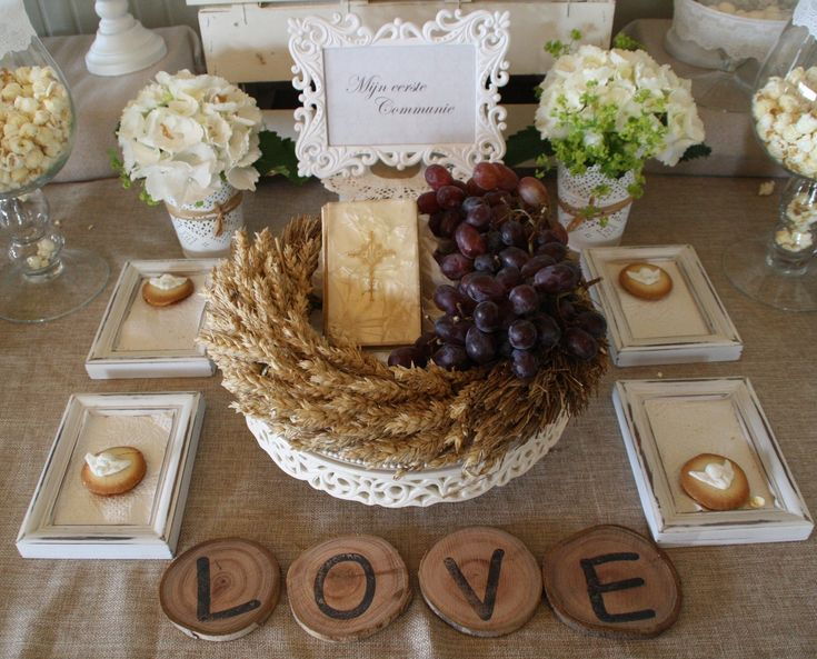Interesting wreath, use little champagne grapes as decorations on the table if in season