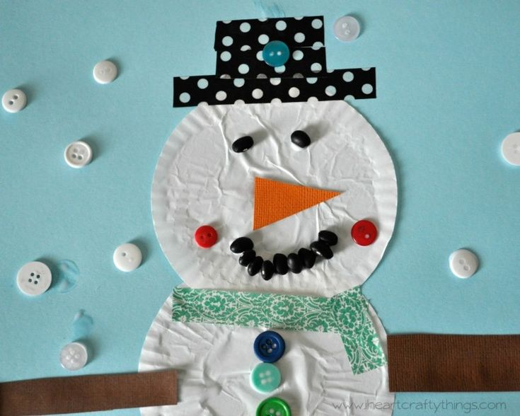 Snowman Cupcake Liner Paper Craft | The next time you find you're snowed in for the weekend, warm up with some snowman crafts for kids to prevent cabin fever.