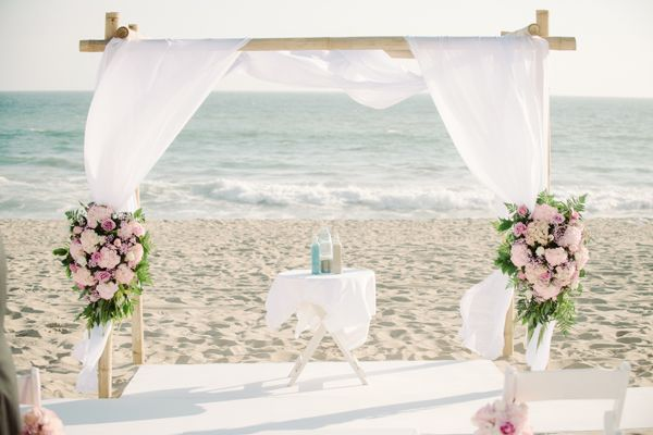 beach wedding ceremony decor ideas http://www.weddingchicks.com/2013/10/04/beach-wedding-in-pink-and-white/