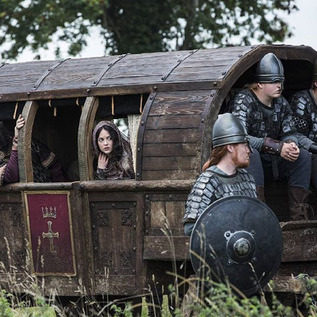 Back to season 2 today: #KingAelle (#IvanKaye) and #family arrive in #Wessex to #ally with #KingEcbert (#LinusRoache). Unedited promo HD pic taken from ➡ http://www.farfarawaysite.com/. Photo credit: Jonathan Hession @historyvikings. #vikings #vikingsfamily #S02E07 #FromEveryEpisode