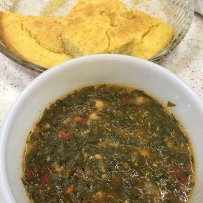 Karalahana Çorbası Tarifi - Malzemeler : 1 demet (300 g civarı) karalahana, 1 adet soğan, 3/4 su bardağı barbunya fasulye, 1/2 çay bardağı mısır kırığı (az çekilmiş mısır), 2 tepeleme yemek kaşığı mısır unu, 1 yemek kaşığı domates salçası, 1 adet domates, 2 yemek kaşığı sıvı yağ, 1 silme yemek kaşığı tereyağı, Tuz, 1-2 tane küçük kırmızı kuru biber, Su.