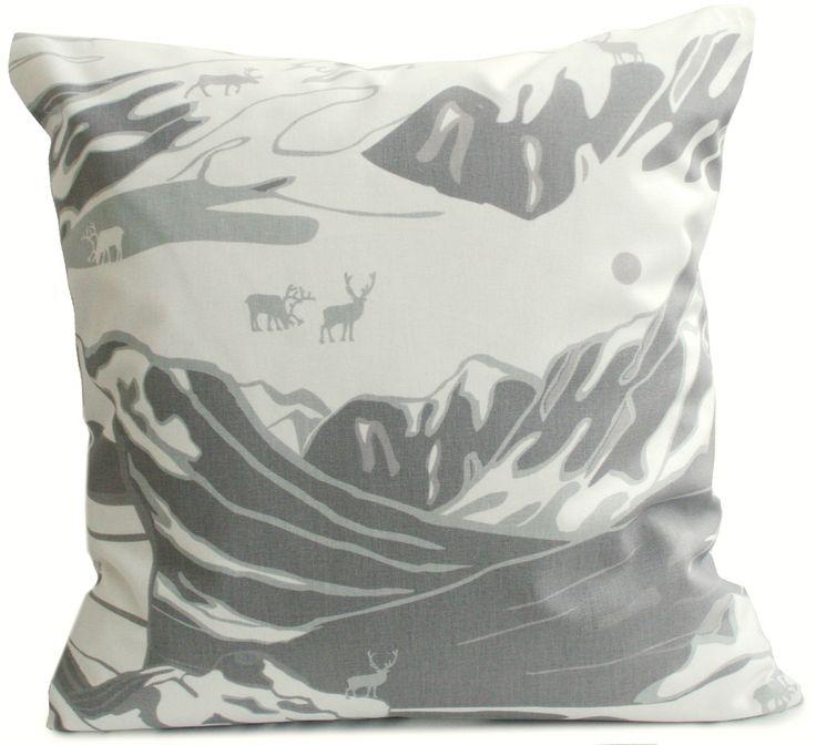 FJÄLL 50 x 50 cm kuddfodral grå, Emelie Ek Design för Frösö Handtryck! Handtryckt mönsterdesign av handteckande Fjäll med renar på tyg samt på produkter såsom kuddar, kassar, förkläden etc....