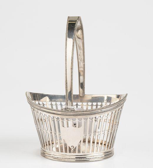 Ovaal ajour zilveren kluwenmandje met schildjes en parelrand - J. de Ruijter, Amsterdam / Weesp (1812/1839) - gemerkt met keurtekens van de Zuidelijke Nederlanden (periode 1798/1814) - 73 gram