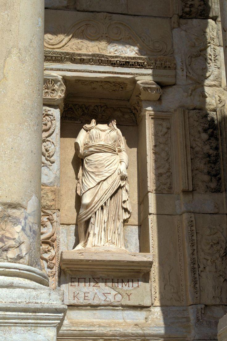 Epísteme. Ciencia. Escultura en la Biblioteca de Celso. Éfeso. Turquía