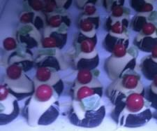 """Oreo cheesecake balls (""""Christmas puddings"""")   Official Thermomix Recipe Community"""