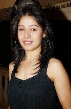 Sunidhi Chauhan Biography, DOB, Height, Siblings, Profile, Sunidhi Chauhan First Movie, Upcoming Movie, Sunidhi Chauhan Father, Mother, Career, Awards, Details.