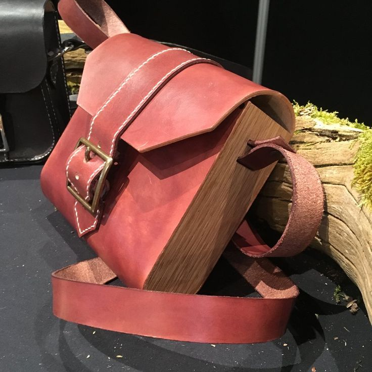 Unika skuldertaske- EGETRÆ Crossoverbag Wood and leather