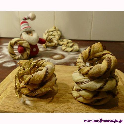 Nusskringel Nusskringel sind ein schnell gemachtes, leckeres Blätterteiggebäck mit Nüssen und Marzipan vegetarisch