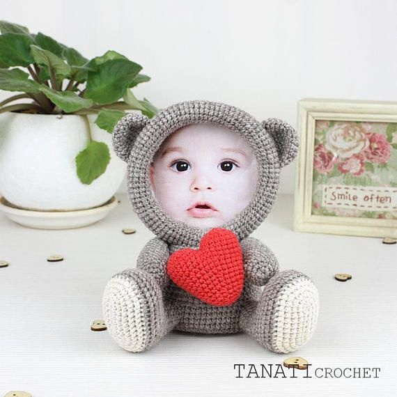 This is a crochet pattern (PDF file) NOT a finished Photo Frame you see on the photos! This pattern is available in: English (US crochet terms) Russian SKILL LEVEL: EASY Photo Frame Loving BEAR – size 17 cm (6.5 in), if using sport weight yarn (Sport (12 wpi), 2 : Fine). Material: •