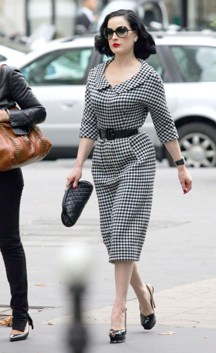 Dita Von Teese is not usually my fav, but she looks stunning here! So classic and elegant!