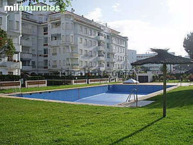 Alquilo apartamento de 2 dormitorios en El Portil - Punta Umbria, libre Semana Santa y verano. Muy nuevo y muy cerca de la playa, en urbanizacion Residencial, con piscinas, zonas verdes y buen chiringuito para comer y tapear. Segunda planta y terraza con