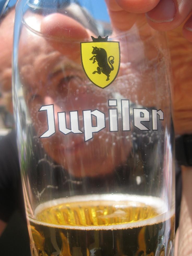 Jupiler - het glas is altijd half vol