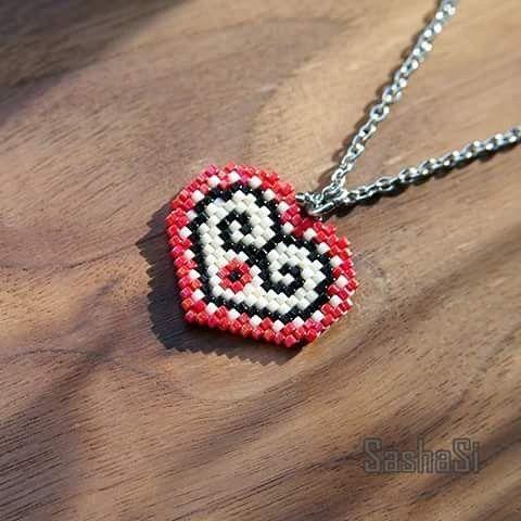 And the mini one #pendant #folklór #heart #handmade #srdce #srdiečko #jewelry #slovak #slovakia #slovensko #beaded #korálky #sashasi #dnestvorim #vlastnymirukami #banskastiavnica