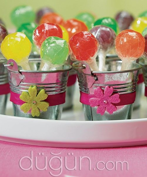Düğününüzün rengini kalıcı birer hediyeye dönüştüren nikah şekeri modelleri