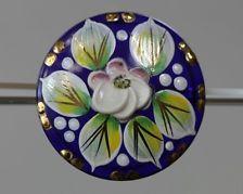 Außergewöhnlich bemalter Glasknopf - Blütenmotiv - wohl um 1980