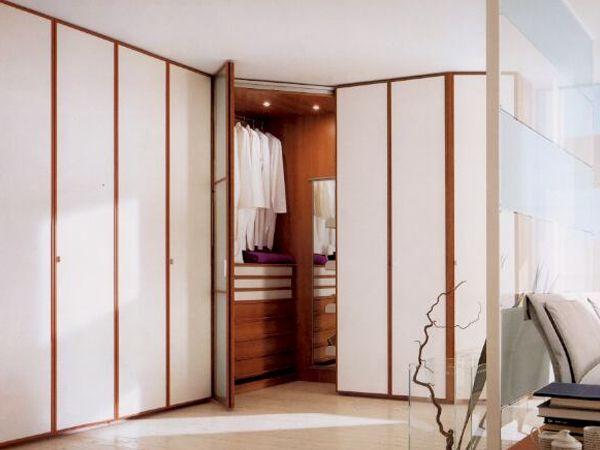 Oltre 25 fantastiche idee su armadio angolare su pinterest - Armadi con angolo cabina ...