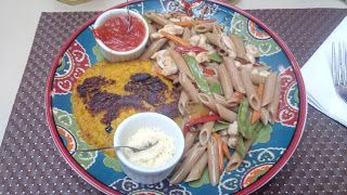 Um lugar bem diferente em muitos quesitos, como cardápio, decoração, atendimento e conforto, já a degustação tem alguns pontos a melhorar, principalmente no molho thai, mas que não deixa de ser muito bom como um todo.  #Hambúrguer #Abóbora #Penne #Integrali #Molho #Thai #gengibre #cogumelo #paris #frango #cubos #cenoura #pimentão #vermelho #ervilha #torta #suco #laranja #maisena #shoyu #gergelim #amêndoa #lasca #almoço #comida #QuintalDaChácara #GuiasLocais #LocalGuides #XinGourmet