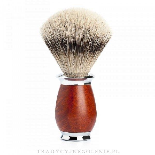 Wysokiej klasy niemiecki pędzel do golenia Muhle z ręcznie selekcjonowanego włosia borsuka klasy silvertip. Rączka mosiężna, niklowana i chromowana, wykonana z pięknego drewna Briar Wood polerowanego na wysoki połysk. Pędzel sprzedawany w eleganckiej firmowej tubie. Średnica knota przy podstawie: 21mm.