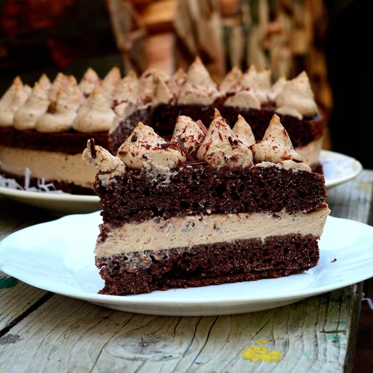 Táto torta je skutočne vynikajúca, delikátna, šťavnatá.. no jednoducho famózna. Hlavnou zložkou krému je kvalitné gaštanové pyré so skutočne lahodnou a dokonalou chuťou a vôňou a robí z tejto torty…