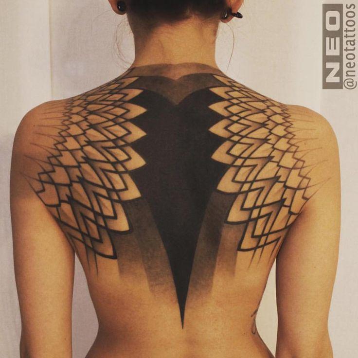 Beautiful backpiece by @neotattoos -- #geometrictattoo #dotwork #blackwork #tattoo -- ARTISTS: tag & hashtag us #tattooartistmagazine