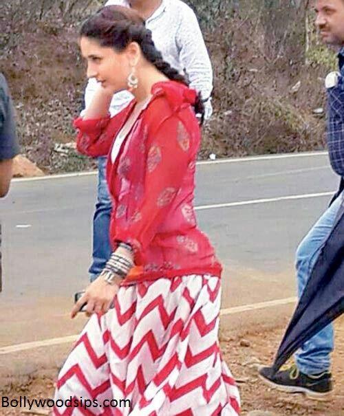 Kareena Kapoor on the sets of SinghamReturns