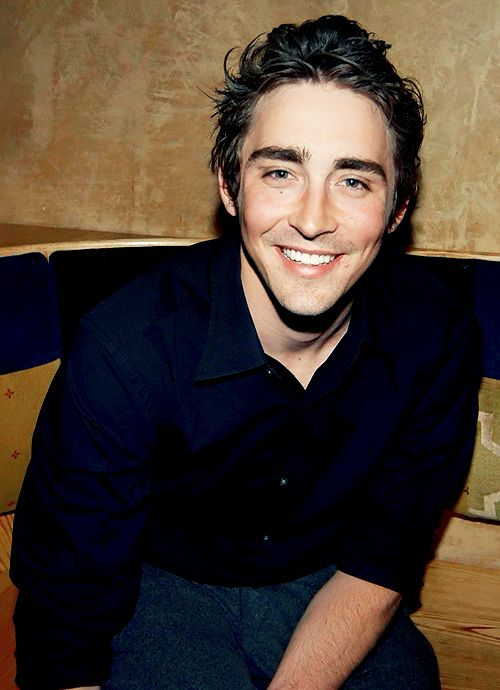 Re-watching pushing daisies just re-fuels my crush on Lee Pace. And Ned the Pie Maker.