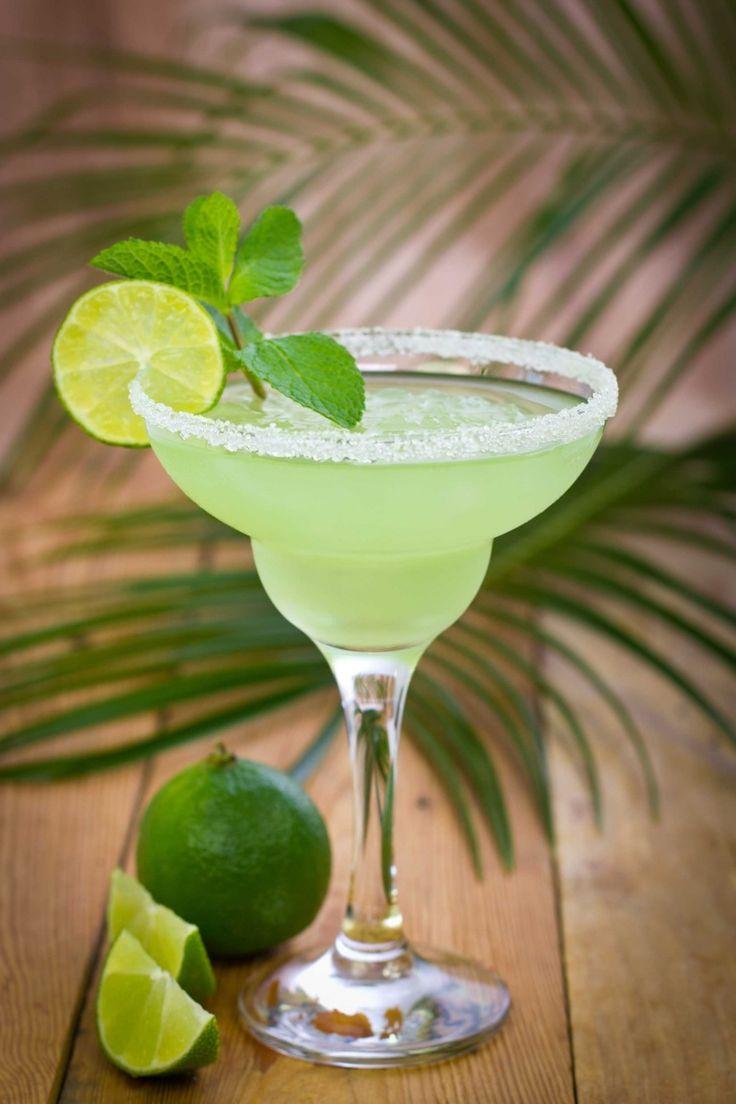 Margarita frozen cocktail, cocktail con tequila, lime zucchero, cocktail famosi