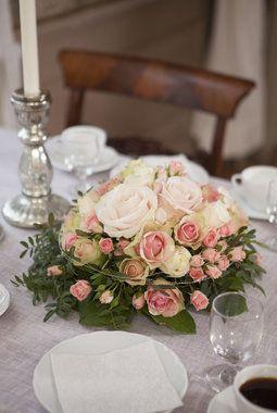 Blomstrende konfirmasjonsbord