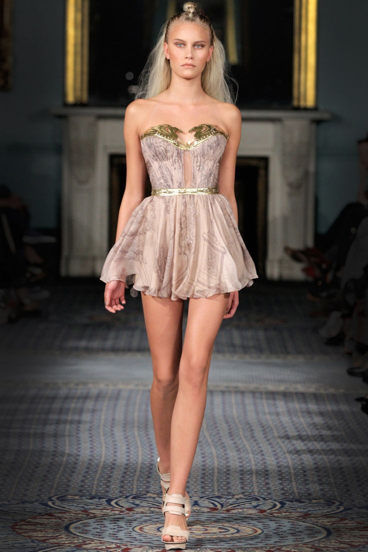 Catwalk photos and all the looks from Kristian Aadnevik Spring/Summer 2015 Ready-To-Wear London Fashion Week
