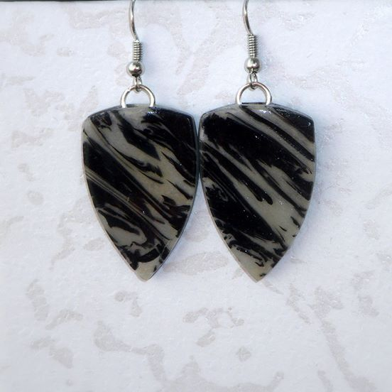 Zebra Jasper stone drop earrings. Perfect balance. These black and white sophisticated earrings feature a subtle lined pattern of zebra Jasper stone. Polymer clay is painted and varnished for an elegant and refined finish. A great addition to your collection! About 3,5 cm long with ear piece