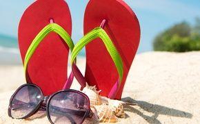 Обои accessories, vacation, beach, seashells, пляж, ракушки, песок, sand, summer, лето, сланцы