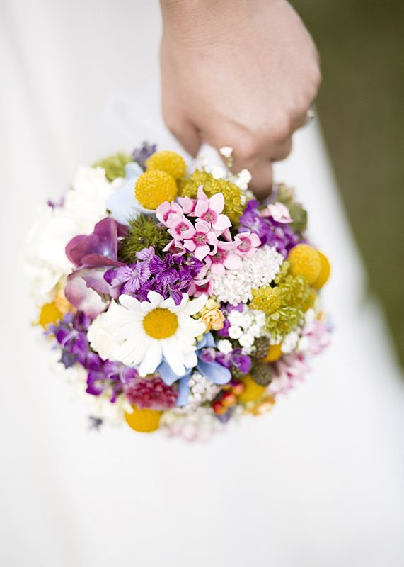 what a beautiful #bridal #bouquet  #sommer #bunt #rund #blumen #brautstrauss #hochzeit #wedding #braut #blumendeko