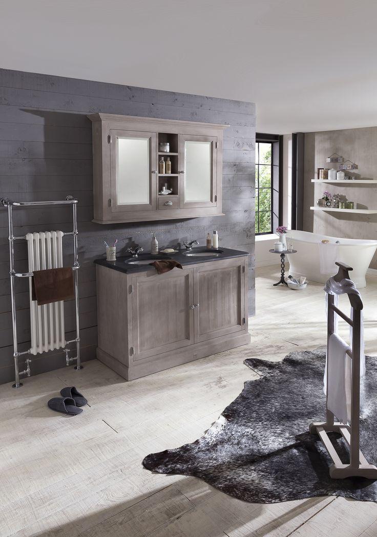 Traditional bathrooms het traditional badmeubel is gemaakt van echt hout en met de hand - Rustieke badkamer meubels ...