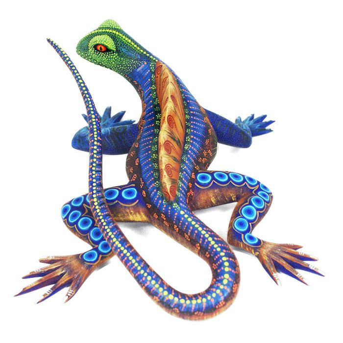 Beautiful lizard by Laura Hernandez. This lovely woodcarving is very well formed and wonderfully painted.