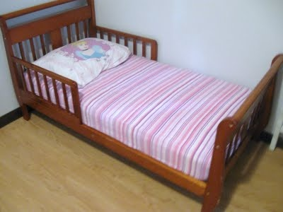 A Quiet Little Life: Tutorial: One Double (Full) Fitted Bed Sheet to Two Toddler Fitted Sheets