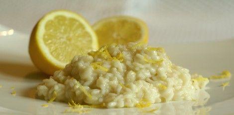 Ingredienti   1 limone (succo e scorza)   350 gr di riso per risotti   800 gr di acqua   1 cucchiaino di dado bimby   2 tuorli   burro e ...