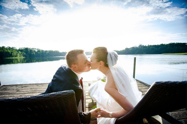 Hochzeitskuss #hochzeit #brautpaar #hochzeitspaar #braut #bräutigam #groom #bride