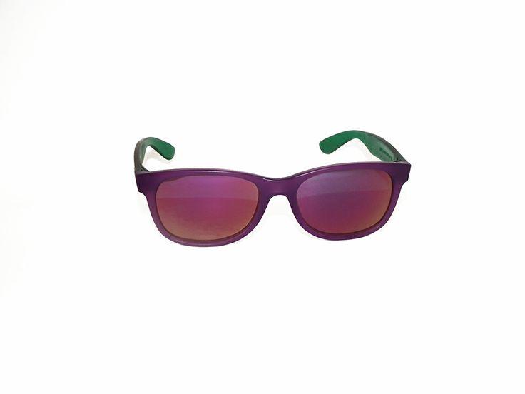 """Rèdèlè """"BUZZ"""". Modello gommato, con montatura viola con aste verdi. Le lenti giallo sfumato. Modello unisex.  http://www.otticagelmi.com/shop/donna/occhiale-sole-redele-buzz/"""